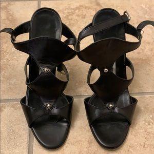 Black heel Manolos